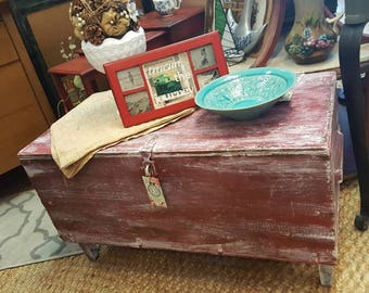 Repurposed Old Military Foot Locker to Coffee or End Table