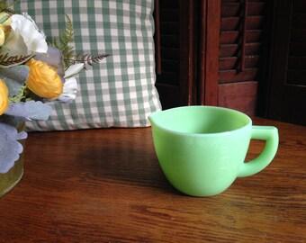 Jadeite Mckee 16 ounce measuring cup.
