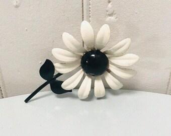 Vintage 1960s Black & White Mod Metal Mod Enamel Daisy Flower Brooch