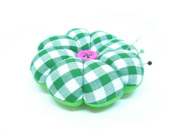 Pin Cushion, Gift for Makers, Tailor Gift, Sewing Gift, Green Pin Cushion, Gift for Mom, Wrist Pin Cushion, Gift for Granny, Green and Pink