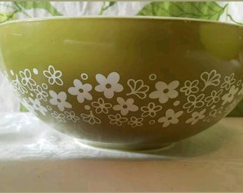 Vintage Pyrex Crazy Daisy Spring Blossom 444 Cinderella Bowl with Lid