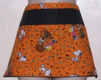Handmade server waitress half apron Peanuts Gang playing in leaves with three pockets 6629