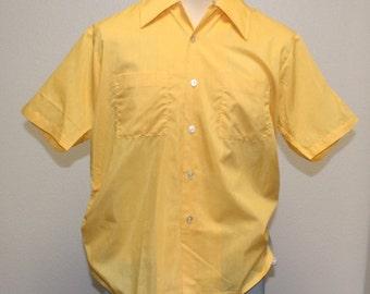 Vintage 1950s yellow button down pocket short sleeve shirt L/XL 369