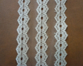 Vintage Cream Lace (003)  2 yards