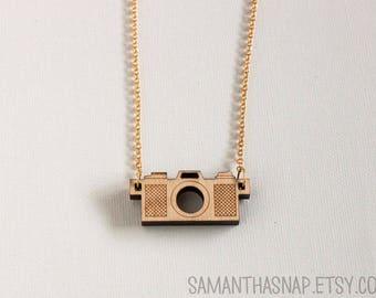 Camera Necklace 2.0 : vintage camera pendant, wood
