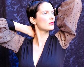 Col v noir REGLABLE Jersey femme tricot manches longues haut, w et cravate, manches en mousseline de soie marron or Polka Dot, présentée en Australie.