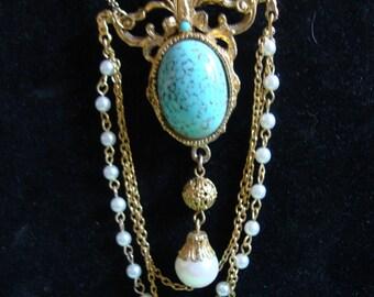 Queen's Brooch Necklace