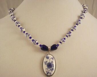 Beautiful China Blue vintage like glass beaded necklace