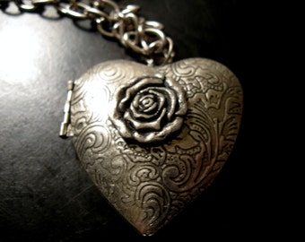 Ornate Vintage Repousse Scroll Pewter Domed Heart Shaped Keepsake Locket Pendant 24 inch Necklace