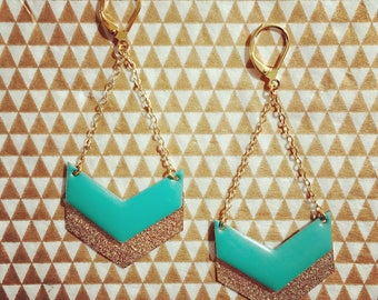 Earrings with gold chain and Chevron