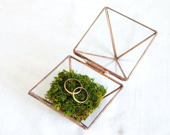 Glass geometric ring box Piramyde. Wedding decor