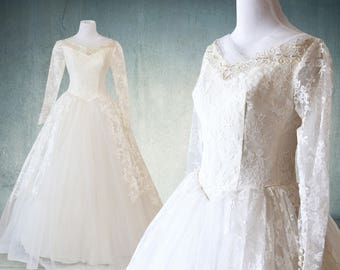 CLEARANCE 1950s Tulle and Lace Wedding Gown with Sleeves