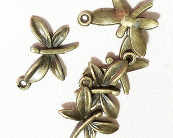4 pcs of antique brass Dragonfly  charm 22x15mm, antique brass dragonfly pendant