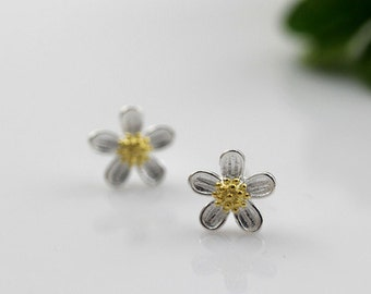 sterling silver daisy stud earrings, daisy earrings, daisy flower stud earrings, daisy flower earrings, bridesmaid earrings, gold daisy