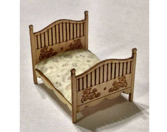 Quarter Inch Scale Renaissance Double Bed Dollhouse Furniture Kit.
