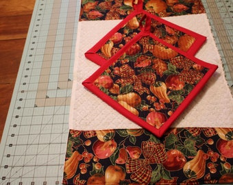 Handcrafted 3 Piece Christmas Kitchen Set Dishtowel with Borderprint 2 Matching  Potholders Hotpads Trivets.