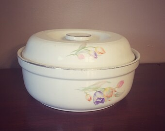 Hall's Superior Quality Kitchenware Casserole Dish - Tulip Pattern