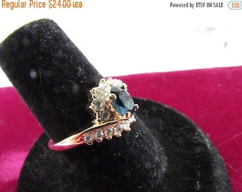 Vintage Ring, Costume Gold Metal Ring, Blue Glass Ring, Sixteen Crystals, Collectible Jewelry