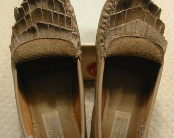 CLEARANCE vintage taupe genuine leather driving moccasins by Candies . . . .womens  7 1/2 M . . .  show some wear