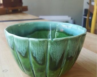 Vintage Green Avocado USA Calif P-2 Pottery Bowl