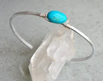 Arizona Turquoise bracelet - Bracelet in Turquoise - hammered silver Bracelet - genuine gem stone blue - silver artisan cuff