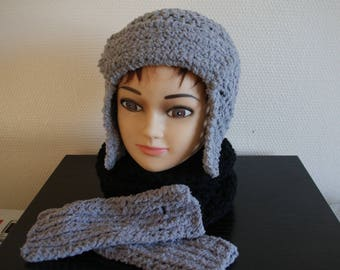 HAT GREY WOOL ACRYLIC WITH VERY NICE MATCHING MITTENS AND WARM