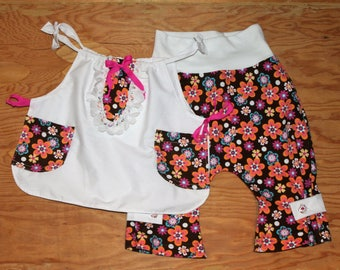 Small scale tunic and evolutive pants for a girl from 3 to 24 months.
