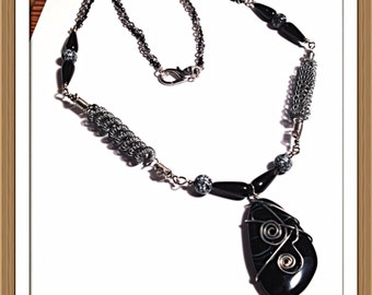 Handmade MWL handforged wire and beaded necklace. 0290