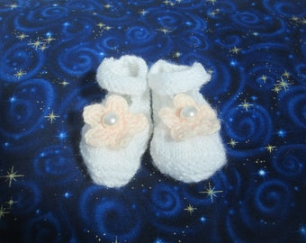 White and Peach Knitted Baby Booties, Newborn Baby Mary Jane Style Shoes, Crochet Flower, Pearl Button, Handmade