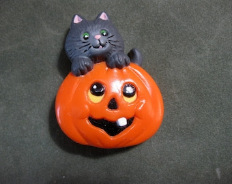 Vintage Russ Cat and Pumpkin Pin, Halloween Pin