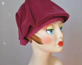 Velvet Beret / Vtg 50s / Slouchy Red Purple  Velvet Beret with ribbon / merlot / wine colored