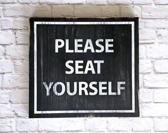 S'il vous plaît assise vous-même peint panneau de bois à la main