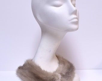 VINTAGE Silver Gray Mink Fur Peter Pan Collar w Hook Front Closure