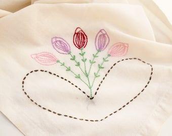 Vintage Tablecloth, Vintage Hand Embroidered Tablecloth, Vintage Table Linens, Embroidered Table Cloth, Vintage Linens, Antique Linens