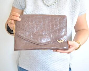Vintage LEATHER CLUTCH , women's shoulder bag..............(592)