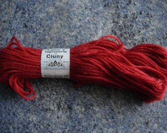 new VINTAGE red CLUNY wool tapestry 20 g skein