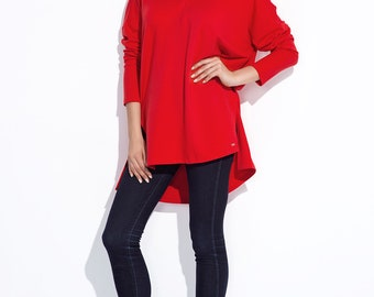 Red tunic with v-neckline loose fashion