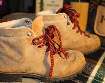 Vintage Vasque Hikers! A true classic mountain boot. Made in Italy, early 70's! Women's size 8