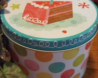Birthday Cake Parasoy Blend Wax Tin Candle 16 oz