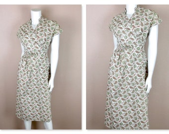 Vintage 1950s  Wrap Dress / Spring, Summer  / Cotton Paisley Pink Green / Casual / Sz M Medium / TLC / Wounded Bird / Project