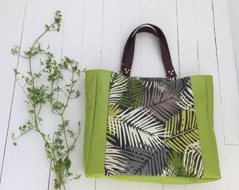 Large tote green and foliage in coated canvas