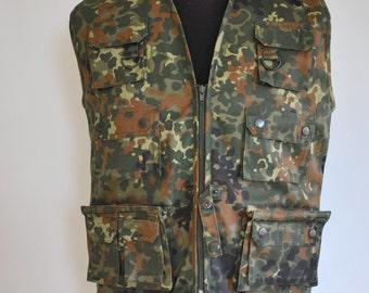 Vintage CAMO ARMY VEST , hunter's vest......(111)
