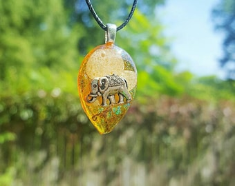 Elephant Charm Real Flower Moss Glitter Necklace Resin Pendant Nature  Animal Bohemian Boho Jewelry Yellow