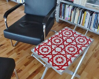 Tray on scissor stand (Alfama red)