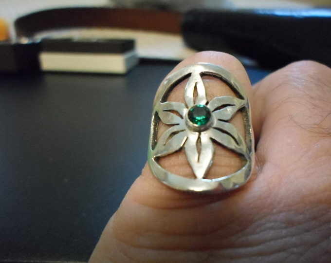 flower ring w/bithstone quarter size