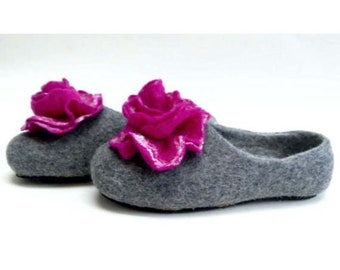Summer Sale Handmade wool felted slippers with rubber soles- house shoes-roses-fuchsia-fuchsia flowers roses