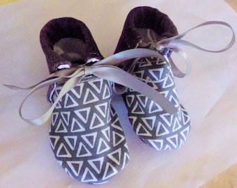Cool Two-Tone Grey Baby Booties for Boy