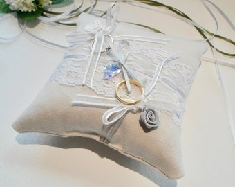 Ring pillow with lace and heart in swarovski crystal