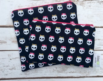 Reusable Snack Bag ~ Zippered Pouch ~ Favor Bag ~ Goody Bag ~ Eco Friendly in Skulls With Bows Gold Shimmer