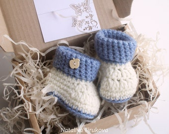 Crochet Booties With wood button/PREGNANCY REVEAL/Crochet booties/Baby boy shoes/New Baby shower gift/Crochet baby shoes/Baby booties
